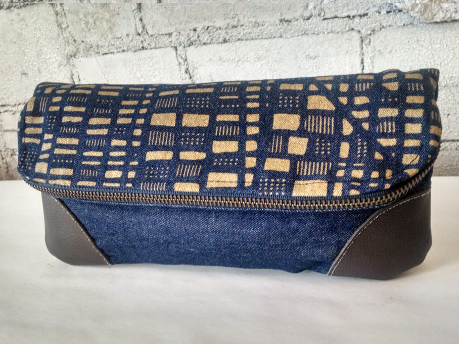 grid_tablet_gold_denim_fold